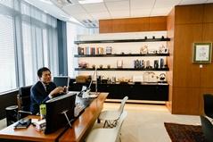 Q7. 主に業務に関する情報収集の為に、毎日チェックされている媒体(新聞・雑誌・webサイト等)を教えてください。
